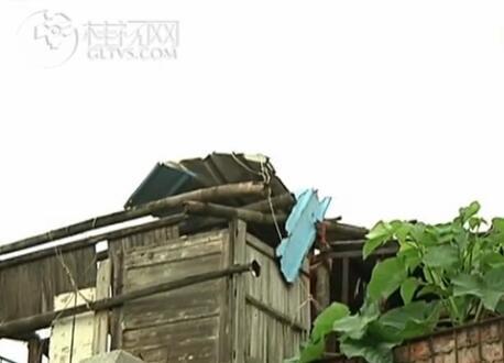 秀峰区:拆除违章建筑 保障市民安全