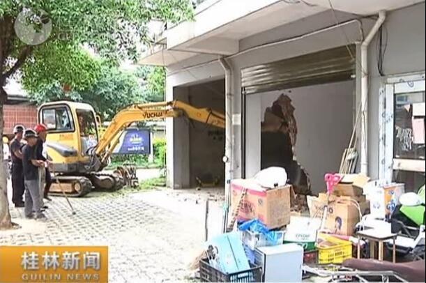 【创城再出发】市城管支队依法对金达花园违建进行拆除