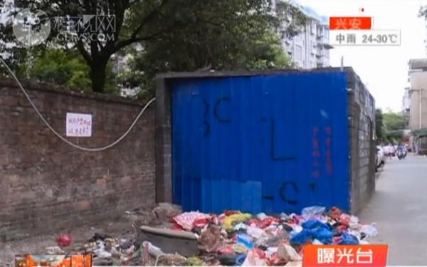 【曝光台】桂林乳胶机械公司宿舍区附近:垃圾成堆味难闻