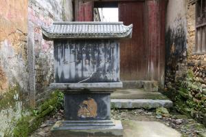 """全州县,扼湘桂通道,自古为兵家必争之地。1934年,红军长征过桂北,以这里为主战场,发生了举世闻名的湘江战役。此役后,红军从出发时的8.6万多人锐减到3万多人。这就是""""最惨烈、最悲壮、最辉煌""""的湘江战役。"""