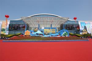 杜江 张晓钦等领导嘉宾参观旅游展