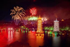 广西首届国际音乐焰火节点亮桂林山水
